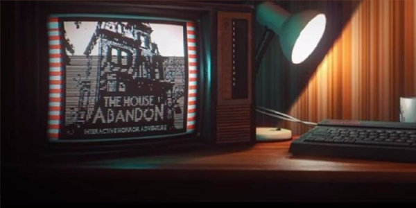 "A computer and a keyboard with a lamp pointed slightly askew. On the screen is the text ""The House abandon"" alongside a pixelated image of a haunted house. This is a screenshot from the game Stories Untold"